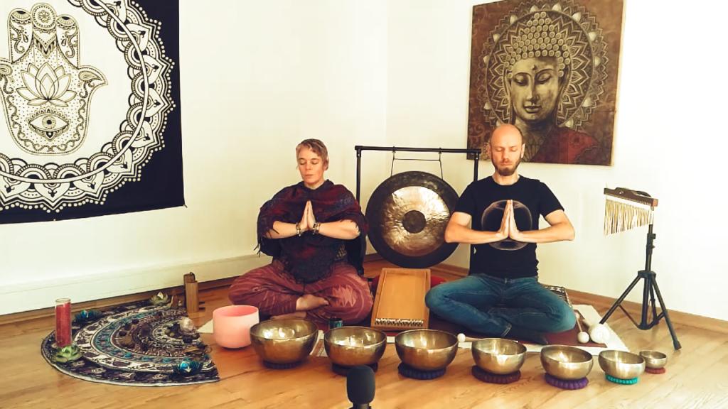 Chakrenmeditation mit yoga ist bunt